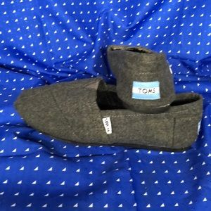 Tom's wmns sz 7 gray wool color great for fall-wtr